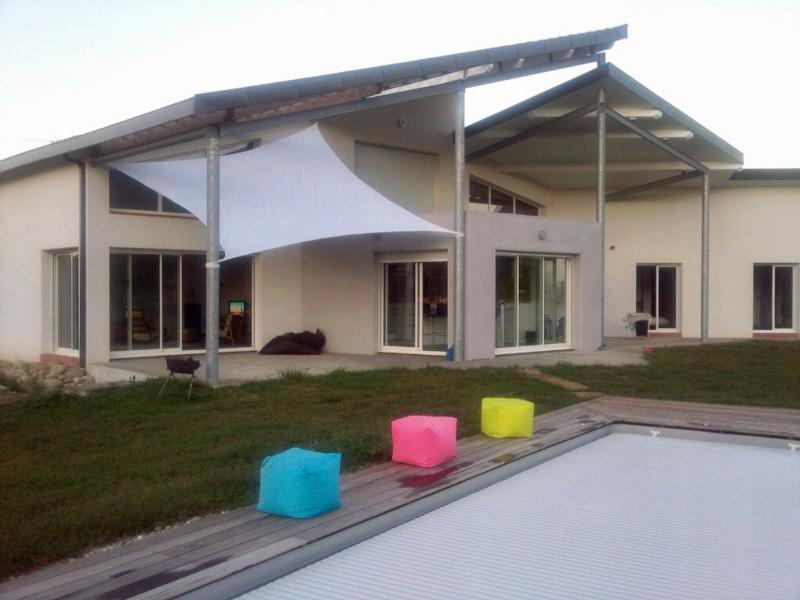 Maison contemporaine toiture tuile pascal rigaud for Toiture maison contemporaine